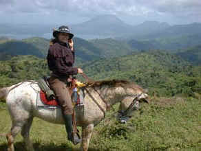 horseback riding adventure vacation in monteverde & arenal volcano costa rica